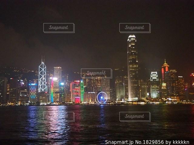 夜の街の景色の写真・画像素材[1829856]