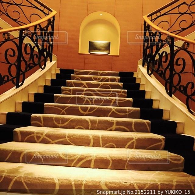 ホテルのシックな階段の写真・画像素材[2152211]