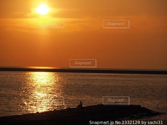 全てがオレンジ色に染まる時間の写真・画像素材[2332129]