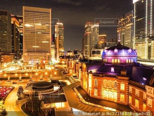 夜の東京駅の写真・画像素材[2716630]
