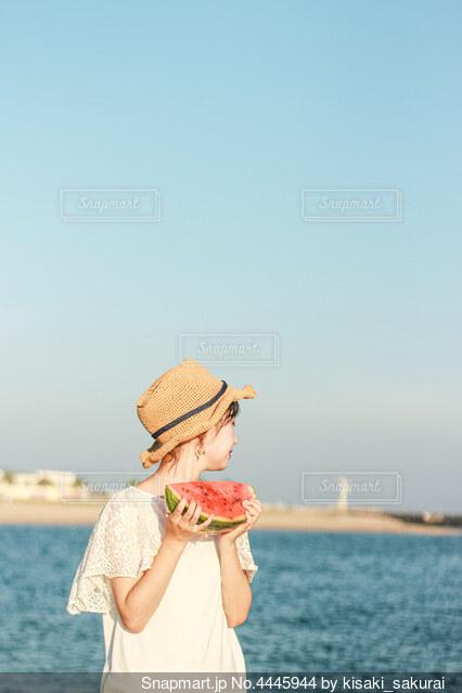 夏の女の子の写真・画像素材[4445944]
