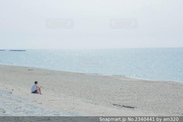 浜辺の人々のグループの写真・画像素材[2340441]