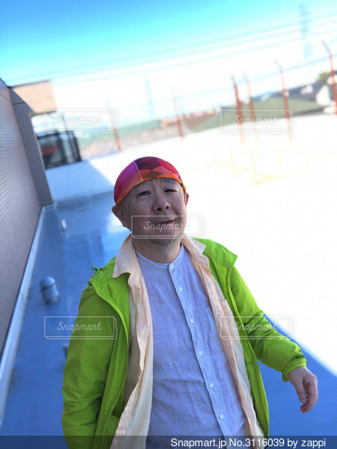 風になびく心地よいリネンの重ね着の写真・画像素材[3116039]
