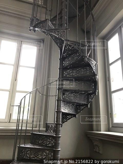 アンティークな螺旋階段の写真・画像素材[2156822]