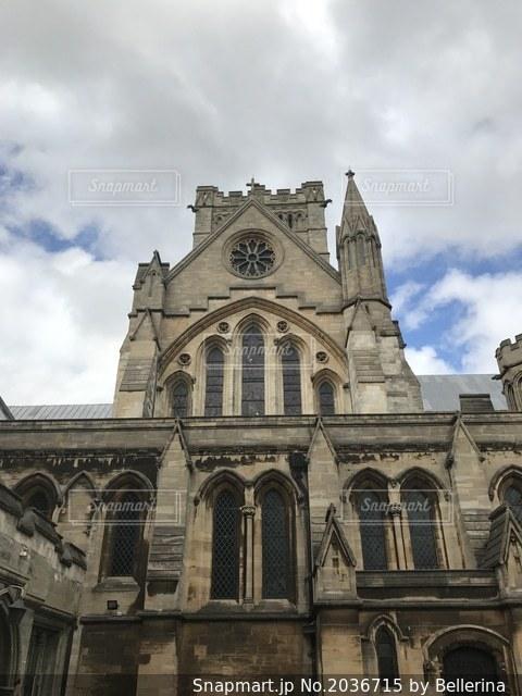 ミルクティー色の建物 イギリスで歴史を感じるの写真・画像素材[2036715]