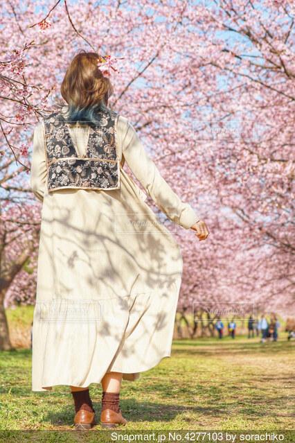 春コーデの写真・画像素材[4277103]