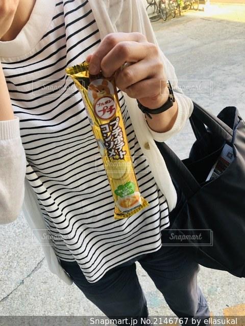 ストライプとお菓子の写真・画像素材[2146767]