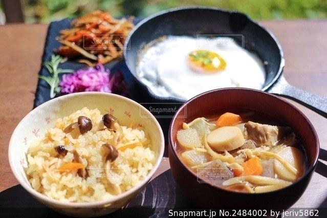 秋の朝食の写真・画像素材[2484002]