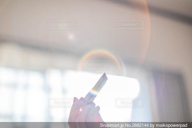 リップを持つ手の写真・画像素材[2882144]