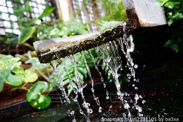 流れる水の写真・画像素材[2131101]