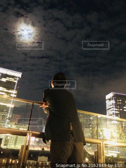 夜風に吹かれて。の写真・画像素材[2162849]