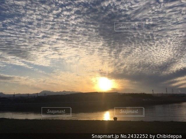夕陽が2つの写真・画像素材[2432252]