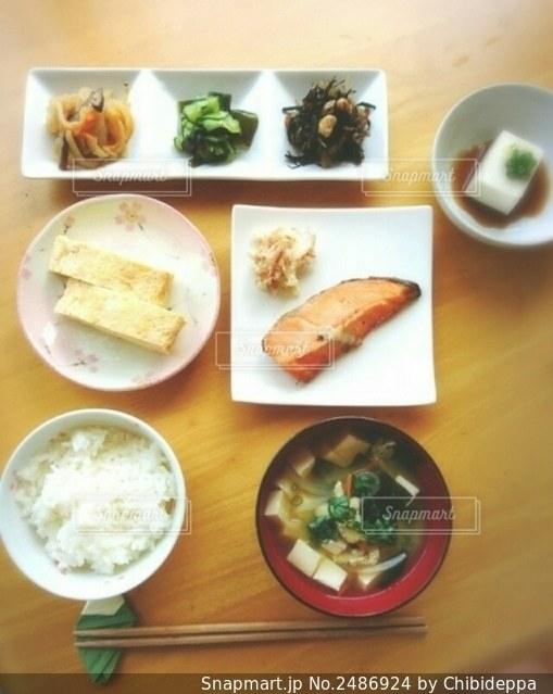 朝ご飯の写真・画像素材[2486924]