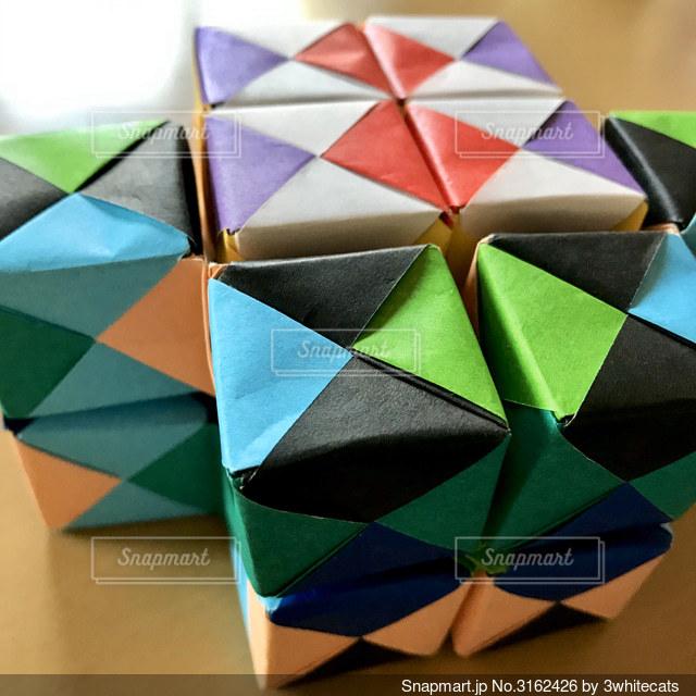 たくさんのキューブの動く折り紙の写真・画像素材[3162426]
