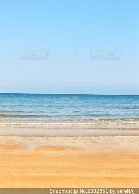 青い空と青い海の写真・画像素材[2332651]