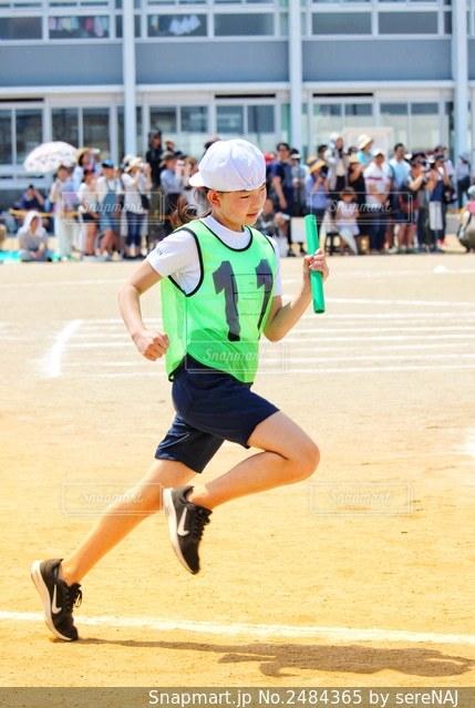 運動会で走る少女の写真・画像素材[2484365]