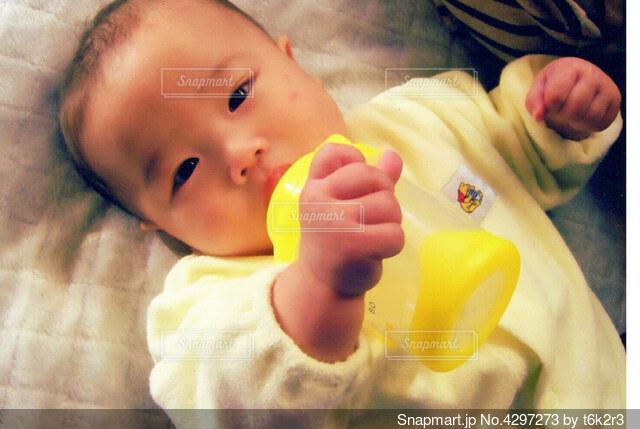 黄色のマグの写真・画像素材[4297273]