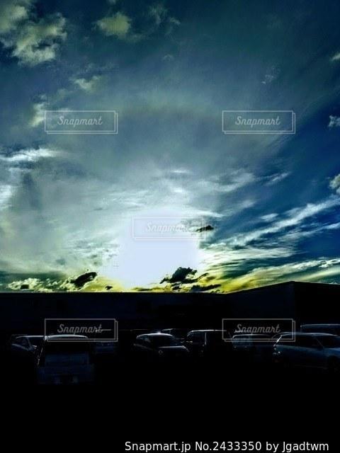 昼の終わり新しい夜の始まりの写真・画像素材[2433350]