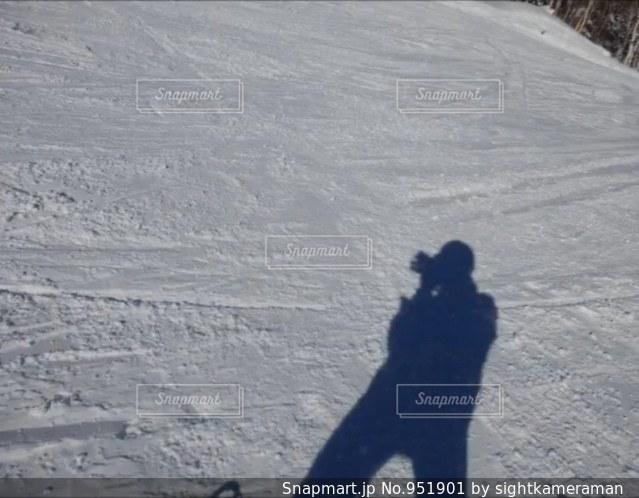 雪に移る自分の影の写真・画像素材[951901]