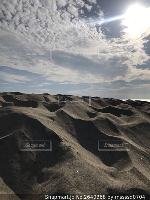 砂丘と太陽の写真・画像素材[2640368]