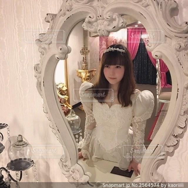 鏡の中のプリンセスの写真・画像素材[2564574]