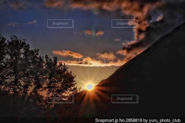 北アルプス大橋の日没の写真・画像素材[2858818]
