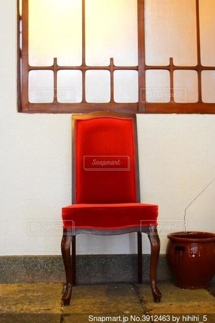 古民家の存在感ある椅子の写真・画像素材[3912463]