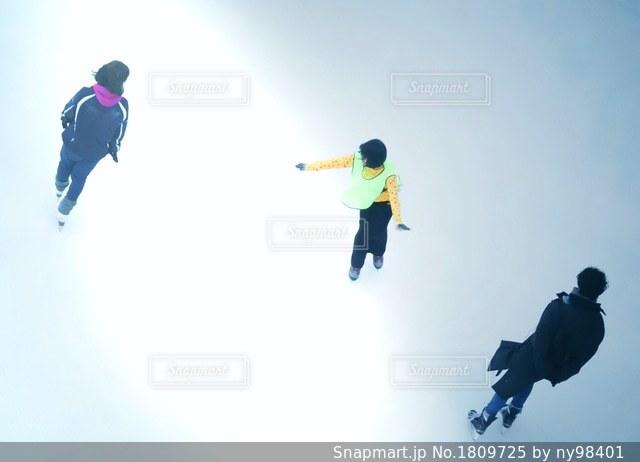 氷上の三人の写真・画像素材[1809725]