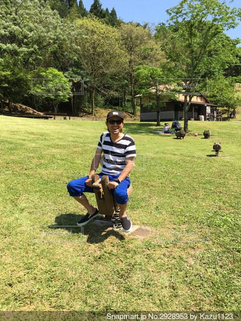 公園で大人がはしゃぐとこうなる!!の写真・画像素材[2928953]