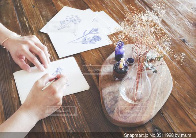絵を描く人の写真・画像素材[3311998]