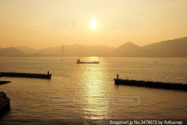 水の体のタンカーの写真・画像素材[3478672]