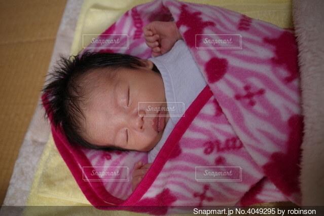 生後1ヶ月の赤子の日常の写真・画像素材[4049295]