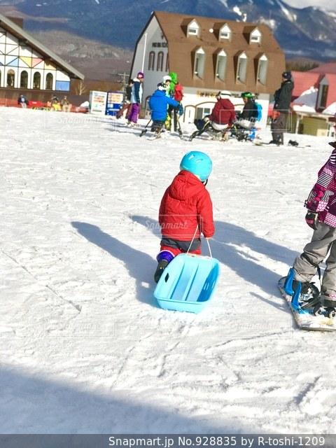 スキー場でソリ遊び - No.928835
