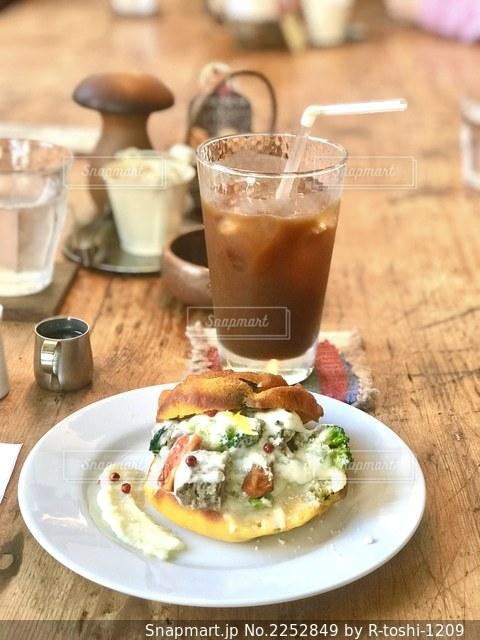 キノコの国のようなカフェで、マフィンをいただきます。の写真・画像素材[2252849]