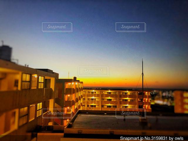 夜の都市の眺めの写真・画像素材[3159831]