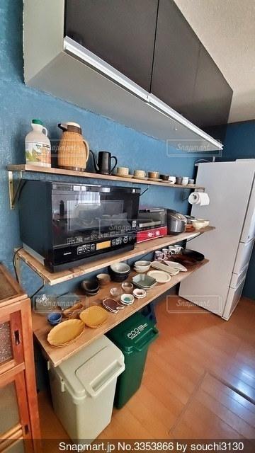 キッチンの食器棚の写真・画像素材[3353866]