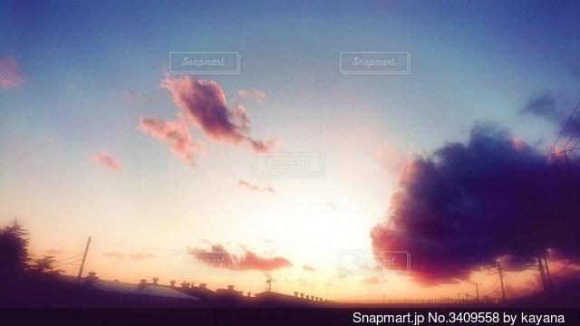 夕暮れ時の写真・画像素材[3409558]
