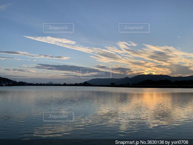 朝のウォーキングの景色の写真・画像素材[3630136]