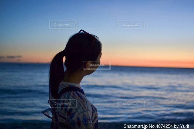 昼と夜のさかい目の写真・画像素材[4874254]