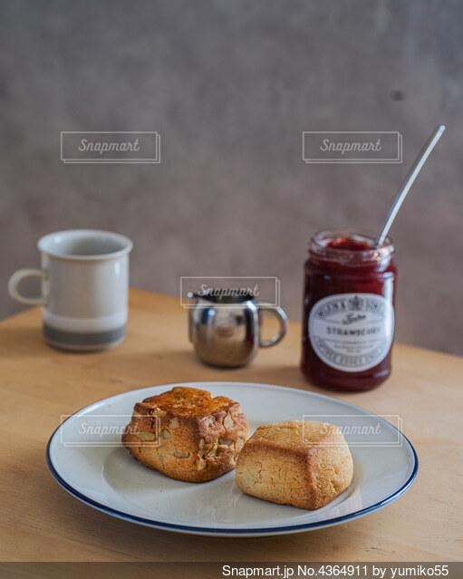 スコーンとジャムでおうちカフェの写真・画像素材[4364911]