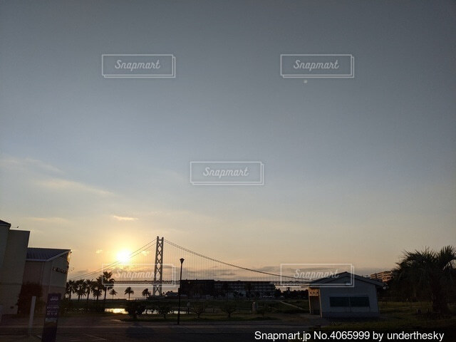 暮れゆく夕べの空の写真・画像素材[4065999]