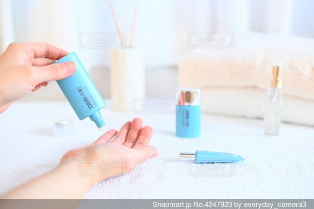 歯ブラシを持つ手の写真・画像素材[4247923]