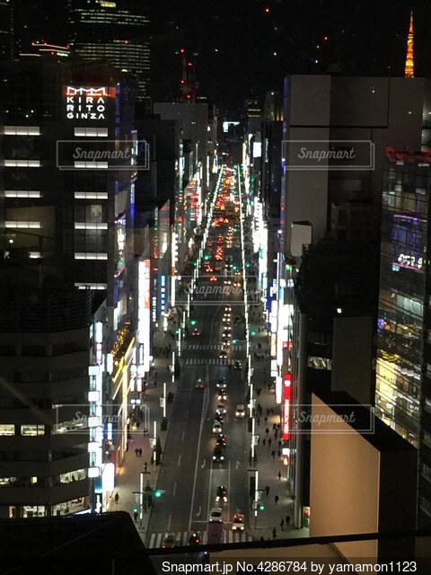 銀座中央通りと東京タワーの写真・画像素材[4286784]