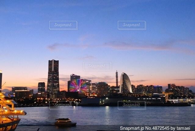 夕焼けと横浜の夜景の写真・画像素材[4872545]