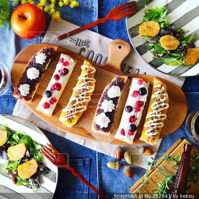 おうちごはん,パン,テーブルフォト,オープンサンド,フルーツサラダ,おうちカフェ,柿,スティックオープンサンド,スティックサンド