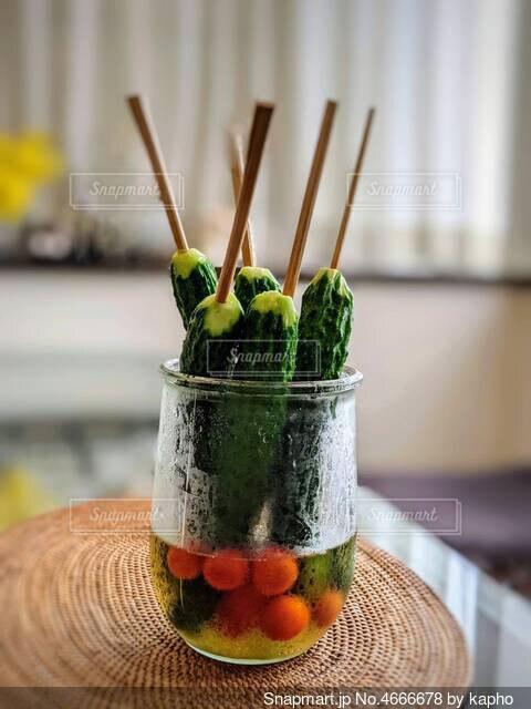 丸ごとキュウリとプチトマトの甘酢漬けの写真・画像素材[4666678]