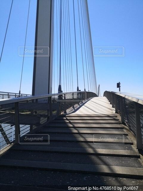 国境にかかる橋の写真・画像素材[4768510]