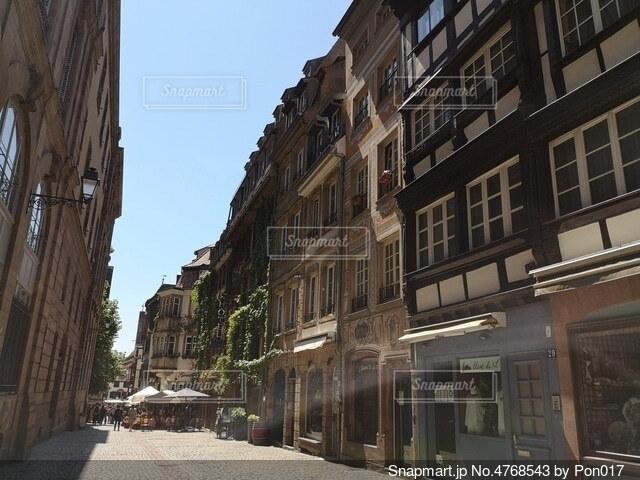 ヨーロッパの狭い通りの写真・画像素材[4768543]
