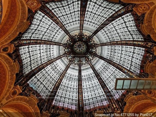 パリの有名な百貨店の天井の写真・画像素材[4771255]