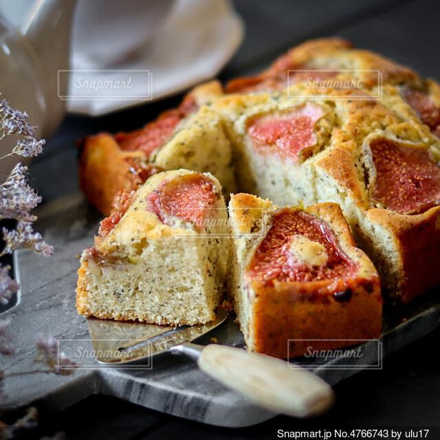 無花果とアールグレイのケーキの写真・画像素材[4766743]